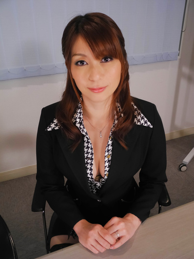 Cute girl Araki Hitomi gets a creamed pussy