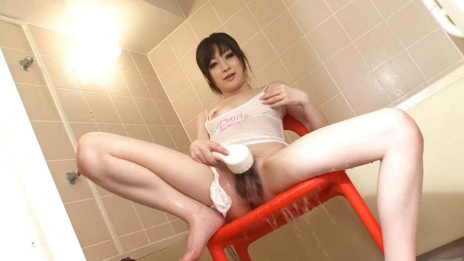 Sexy japanese milf Asuka Mimi masturbates in the shower