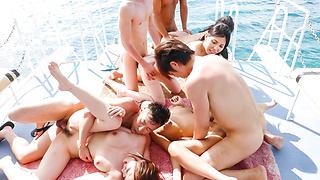 ラフォーレ ガール Vol.10 : Hikari, 滝川ソフィア, 新山かえで, 一ノ瀬るか (ブルーレイ版) - ビデオシーン 2