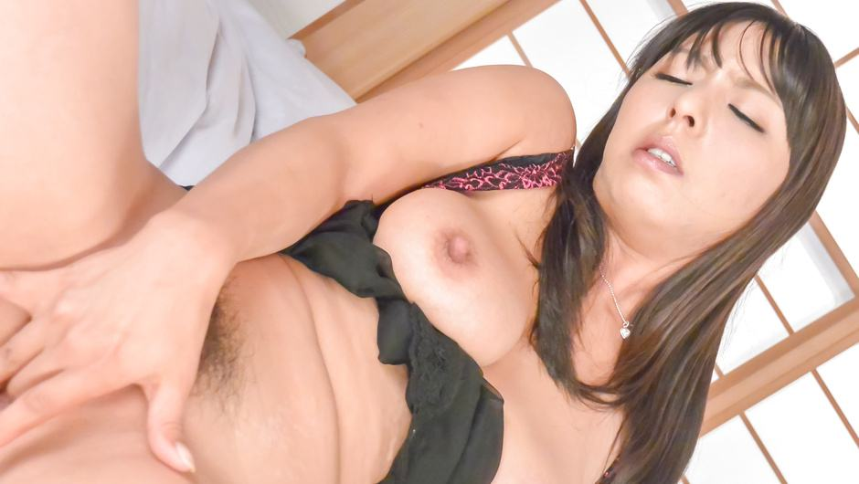Ryoko Murakami makes him cum with her mouth and huge asian tits