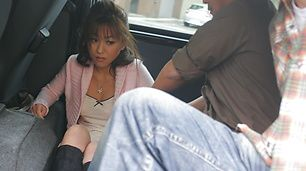 Outdoor blowjobs in a car with Miina Minamoto and two guys