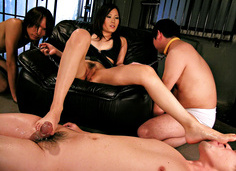 Dominating Yui Komine takes care of three slaves´ cocks
