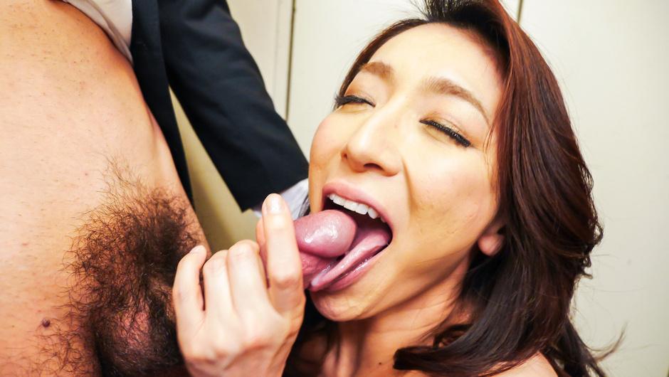 Asian blowjob at work withMarina Matsumoto