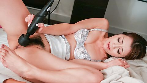 Gorgeous Maki Hojo loves giving an...
