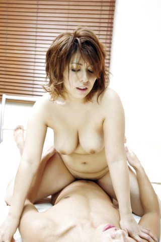 Curvy MILF Yukari Gets Fucked Hard Doggy Style Photo 10