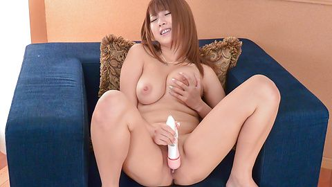 Busty Hitomi Kitagawa enjoys tasty...