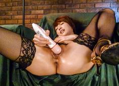 Amateur Asian babe,Makoto Yuukia, loves her pussy