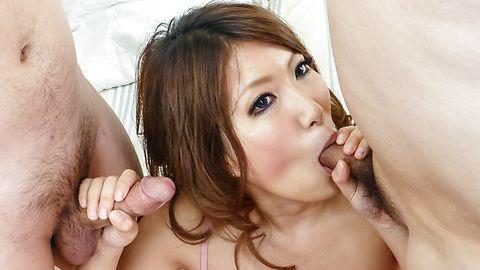 YumeMizuki handles large cocks...