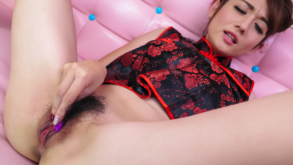 Reon Otowa - plays with pussy in arousing solo