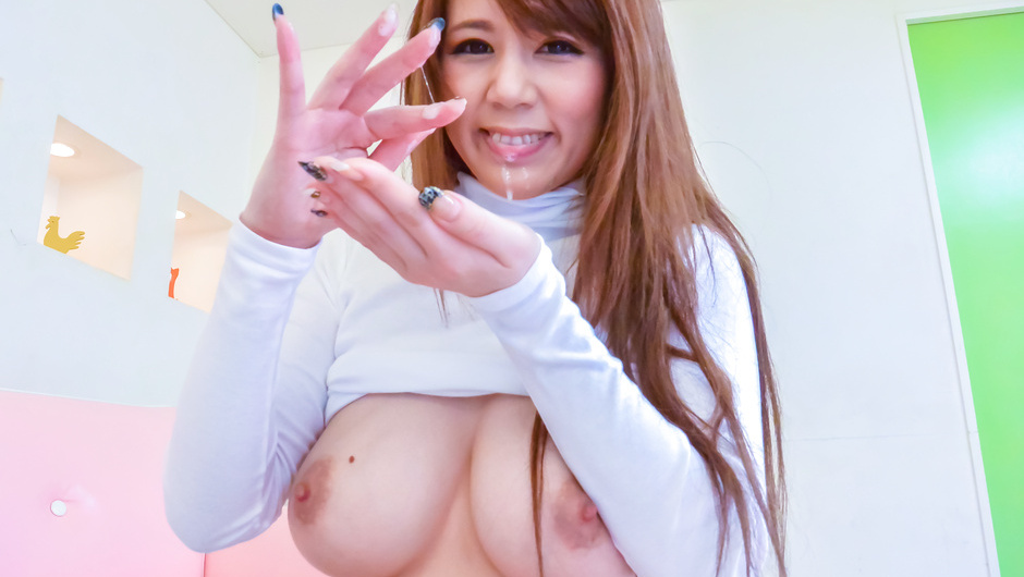 Big tits Maki Koizumi sucking on two large dicks