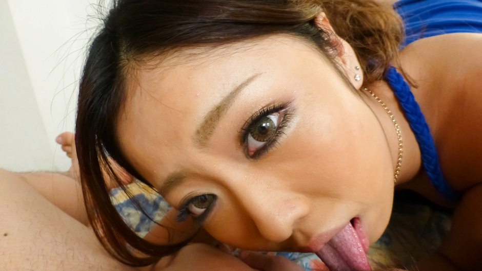 Yui Nanase blows cock in alluring japanese blow job scene