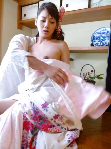 Superb Asian blowjob by naughty Rei Mizuna  Photo 3