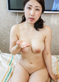 Nozomi Asian shows cum in her palm after giving good blowjob