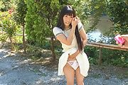 Japanese outdoor posing with youngYui Kasugano Photo 12