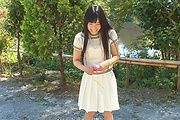 Japanese outdoor posing with youngYui Kasugano Photo 3