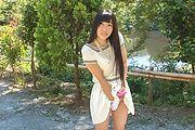 Japanese outdoor posing with youngYui Kasugano Photo 4