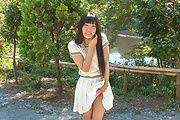 Japanese outdoor posing with youngYui Kasugano Photo 7