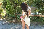 Japanese outdoor posing with youngYui Kasugano Photo 8