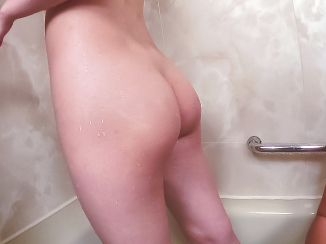 Asian amateur gets her pussy shaved in the shower  Photo 6