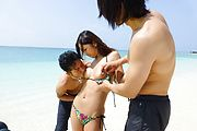 Yui Nanase has asian group sex on the beach  Photo 4