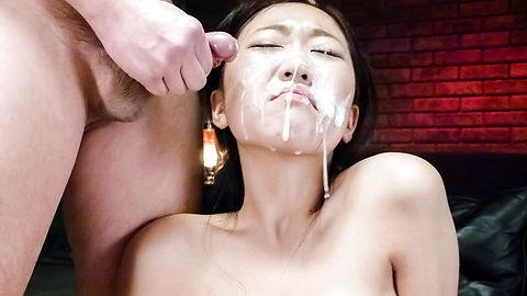 Akina Nakahara playing rough with asian didlo
