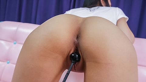 Ren Azumi enjoys an asian vibrator...