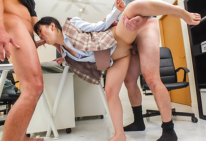 Tsuna Kimura has rough japanese groupsex and gets creamed