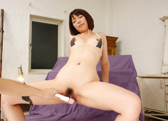 Izumi Manaka masturbates while getting asian bukkake cum