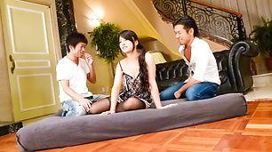Sexy Eririka Katagiri Creampied In A Threesome