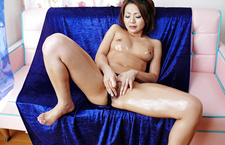 Yuu Shiraishi makes her pussy wet with her fingers