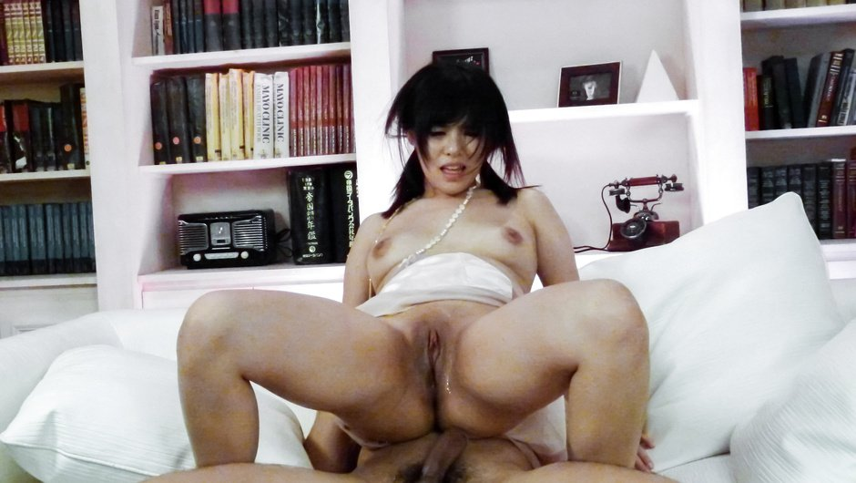 Asian amateur bimbo goes wild in full hardcore