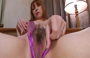 Fine Asian MILF Araki Hitomi toy fuck her mound