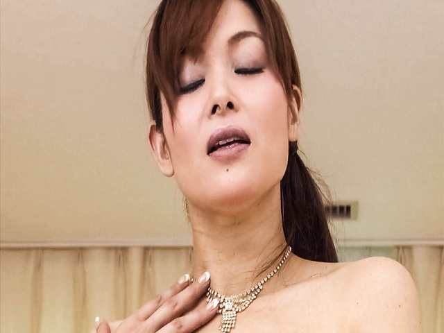 Amazing MILF Hitomi Kanou in a hot toy show Photo 12