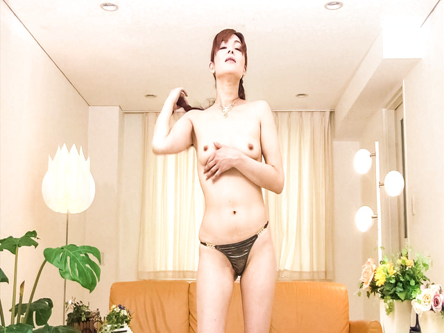 Amazing MILF Hitomi Kanou in a hot toy show Photo 8