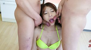Aoi Yuuki has an asian blow job for the whole group