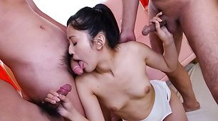 Ai Wakana has an asian blow job for three friends