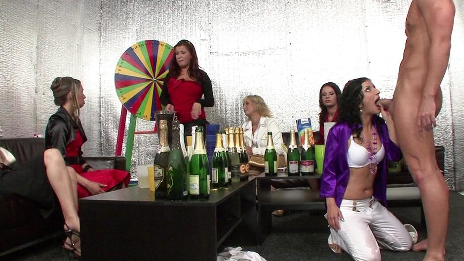 マッド・セックス・パーティー:ワイルド・アンド・クリーミー・ギャングファックの4番をストリーム