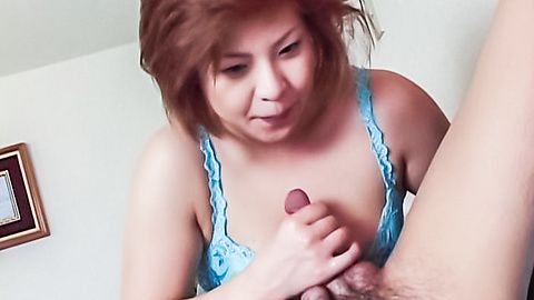 Starving Japanese mouth playing a stiff cock and its cum