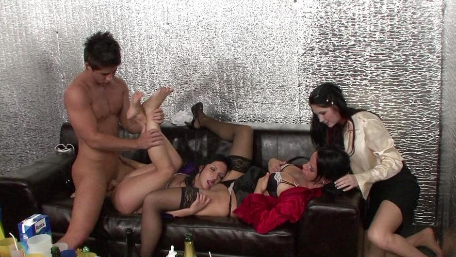 マッド・セックス・パーティー:ワイルド・アンド・クリーミー・ギャングファックの3番をストリーム