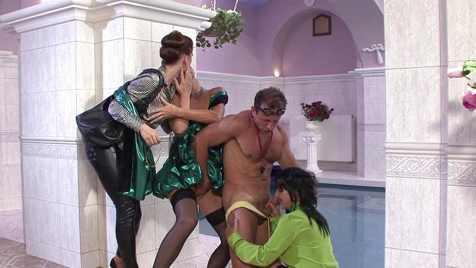 マッド・セックス・パーティー:クーガー・クルーの5番をストリーム