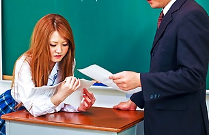 Teasing Schoolgirl Sakamoto Hikari Shows Off Her Body
