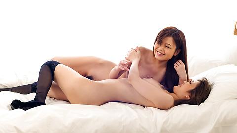 仲良しEカップ美巨乳官能レズプレ...
